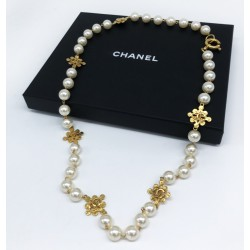 Sautoir Chanel vintage avec sa boite