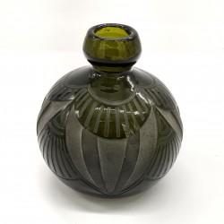 Vase en verre soufflé signé...